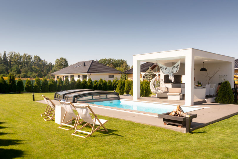 Wie bereitet man einen Gartenpool für den Sommer vor?