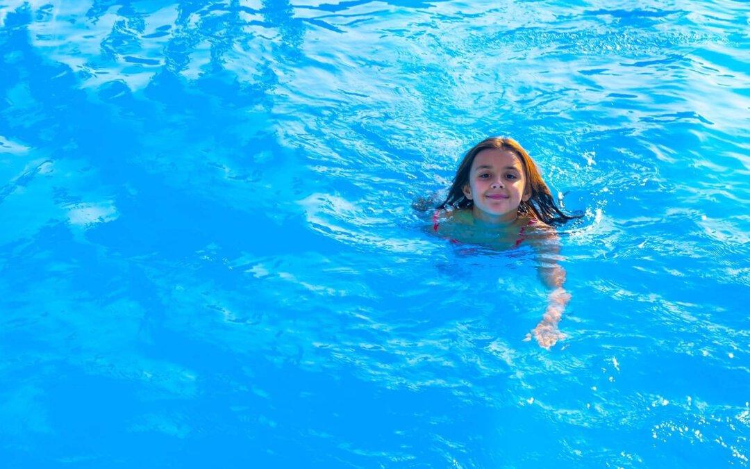 Kann ich mich mit Covid im Schwimmbad infizieren?